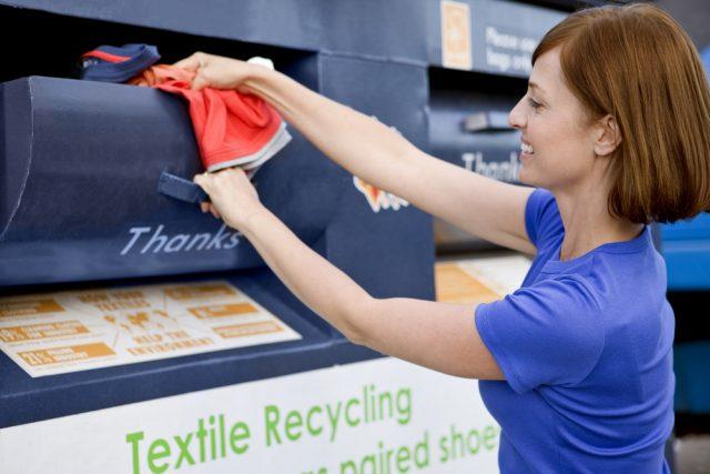 Nonostante la Legge Ronchi nel 1994 ne abbia sancito il trattamento come  rifiuti riciclabili 775b99b7e9c