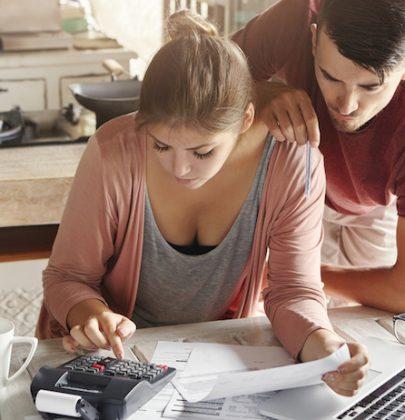 Conti e spese di casa, fate ordine e risparmiate con il bilancio familiare. Ecco come si prepara: una riserva per gli imprevisti, ma spazio ai desideri