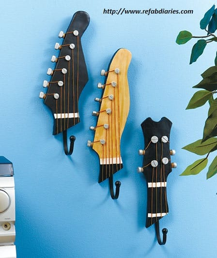 riciclo-creativo-come-trasformare-la-vecchia-chitarra-in-una-libreria-e-i-plettri-in-orecchini (1)