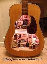 riciclo-creativo-come-trasformare-la-vecchia-chitarra-in-una-libreria-e-i-plettri-in-orecchini (6)
