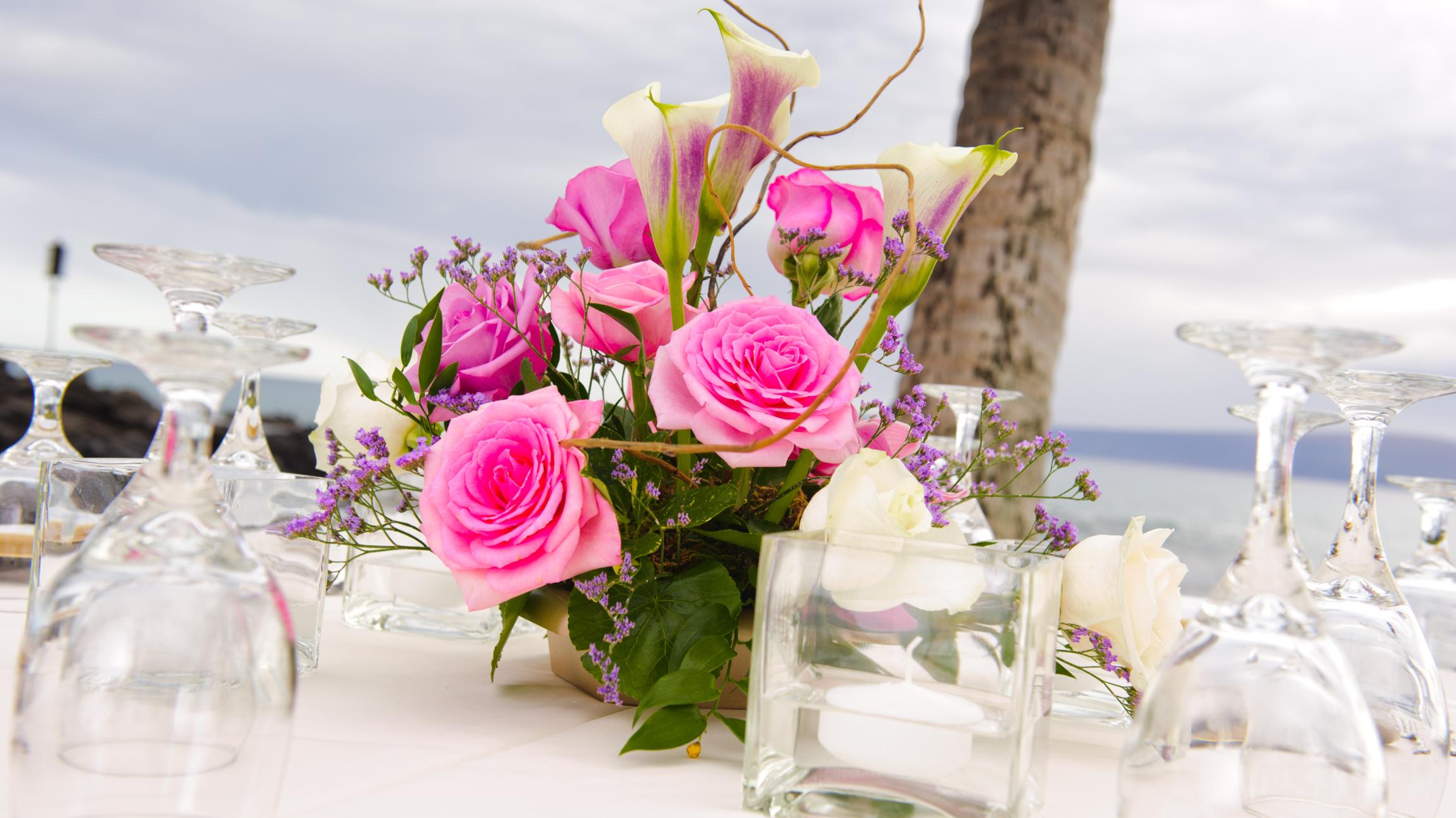 Tutti i consigli per apparecchiare e decorare la tavola con i fiori