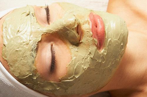Come fare una maschera con l'argilla verde