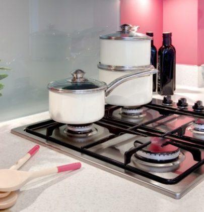 Gas in cucina, per risparmiare usate acqua tiepida. Coprite pentole e padelle con il coperchio