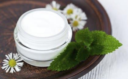Come preparare in casa una crema per le mani, nutriente, idratante ed economica