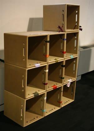 Riciclo creativo come costruire una libreria in cartone for Creare con il fai da te