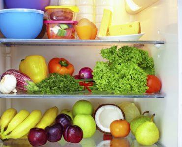 Cibi in frigorifero, a ciascuno il suo spazio. Gli avanzi? Sempre nelle mensole centrali