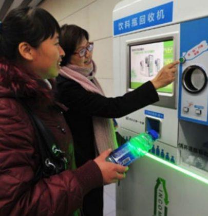 Il biglietto della metropolitana si paga con la plastica. Succede a Pechino, a Roma e in Turchia
