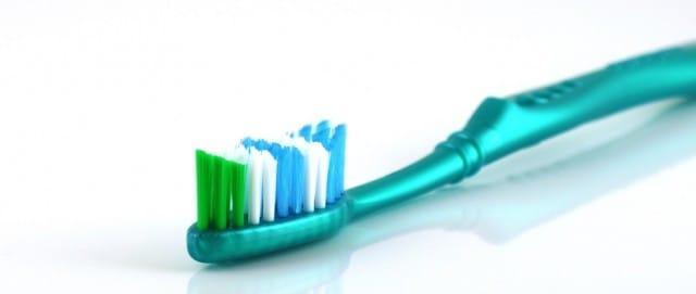 come-riciclare-spazzolino-da-denti (1)