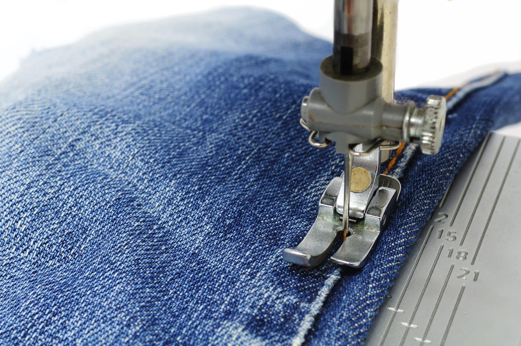 Come riparare gli strappi dei jeans   Fai da Te Mania