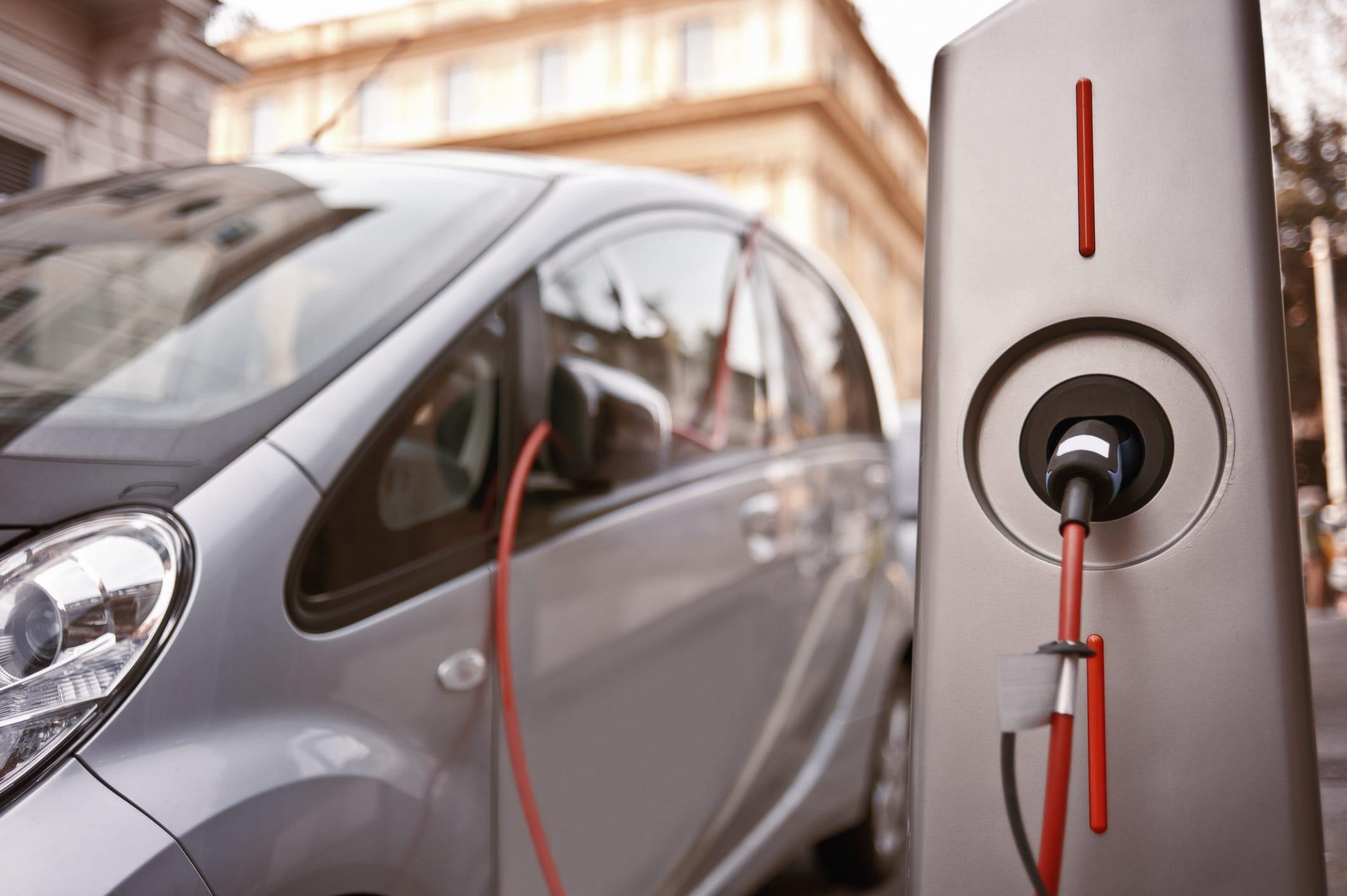 Colonnine di ricarica delle auto elettriche: presto la prima rete privata nazionale