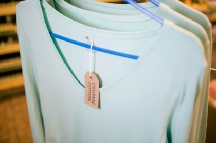 Leggere le etichette dei vestiti: come farlo in maniera corretta