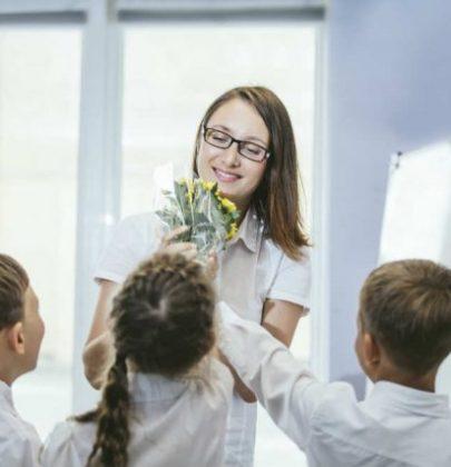 Idee regalo da fare alle maestre per la fine dell'anno: come dire grazie con creatività ed eleganza
