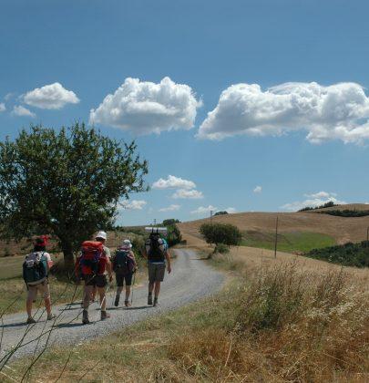 Viaggi a piedi, i più belli in Italia e in Europa. Prendete il vostro tempo per questa avventura