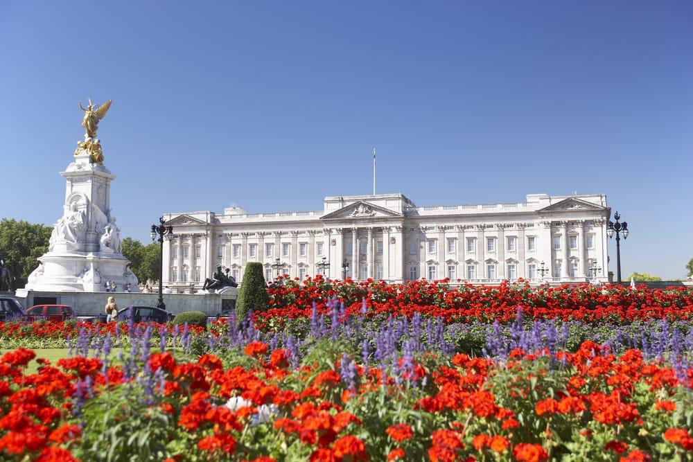 Inquinamento da cicche di sigarette e chewing gum: la soluzione di Buckingham Palace