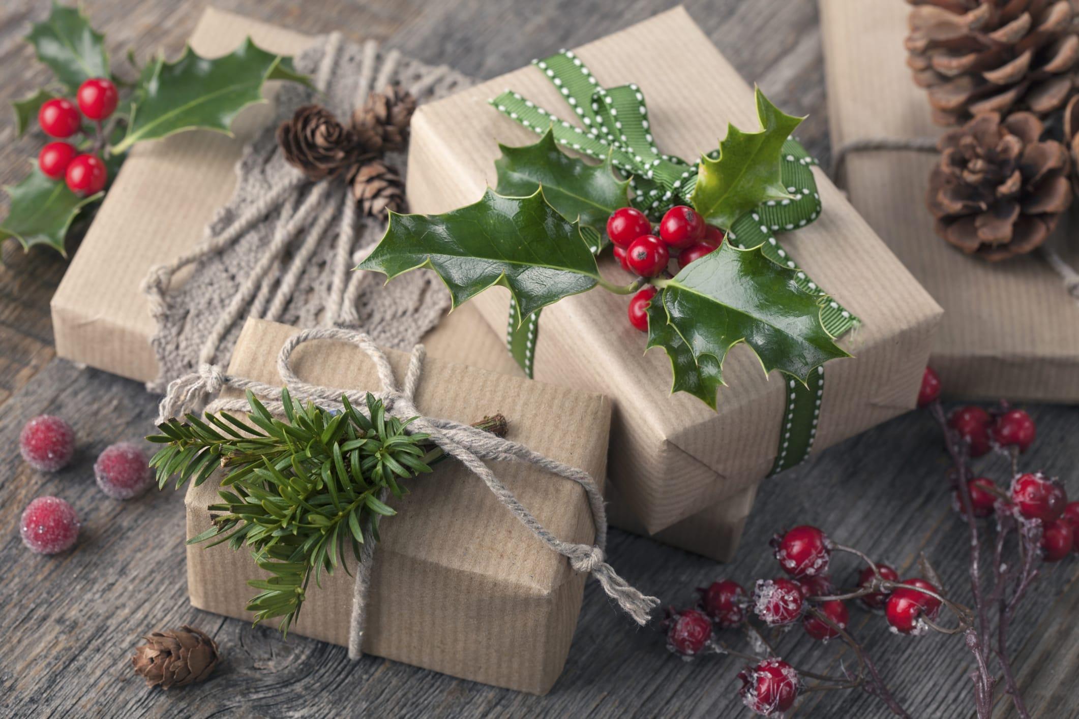 Come Fare Pacchetti Natalizi carta regalo fai da te | foto - non sprecare