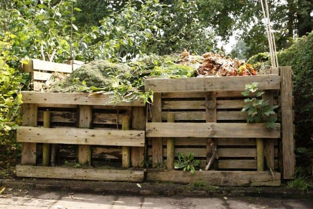 Come Costruire Una Compostiera Da Giardino Anche Con I Bancali