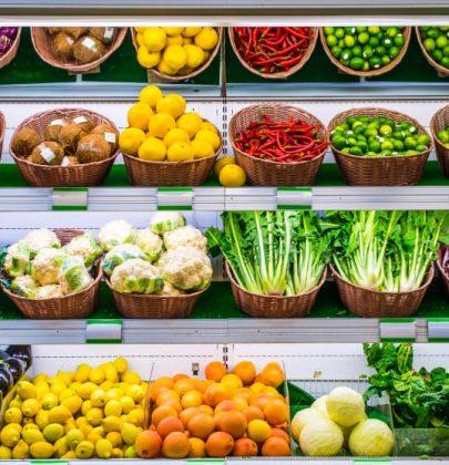 """A Stoccolma, il """"supermercato sociale"""" con prezzi stracciati per aiutare le persone in difficoltà"""