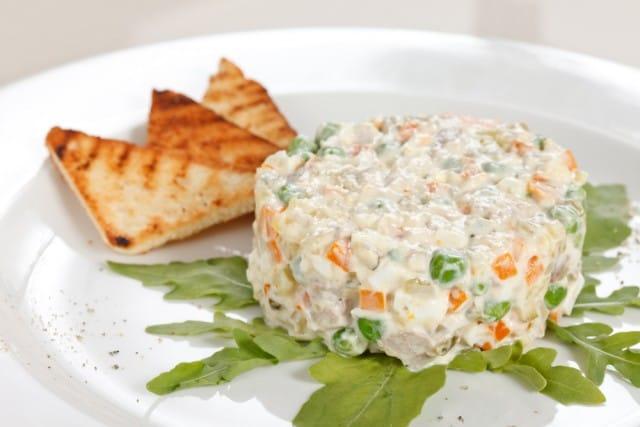ricetta-insalata-russa-un-classico-delle-feste-versione-fai-da-te (1)
