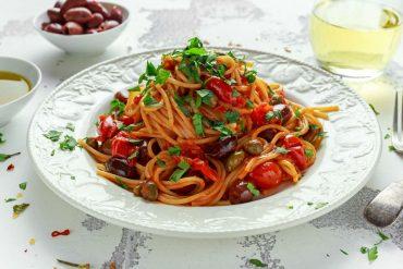 ricetta spaghetti con olive e capperi
