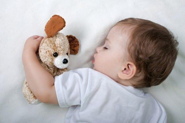 come-insegnare-bambini-dormire-soli-10-consigli (2)