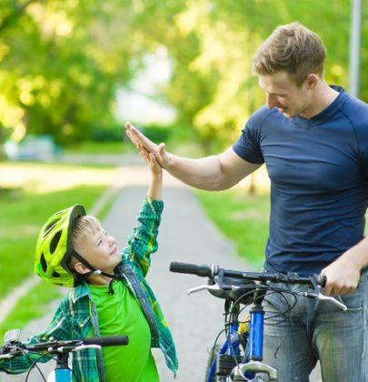 Incoraggiare i figli senza ossessionarli e senza stare a controllarli ogni minuto della giornata