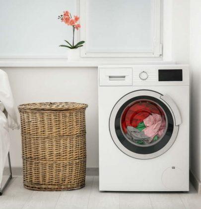 Come pulire la lavatrice a costo zero. Solo con un bicchiere di aceto di mele o di vino bianco