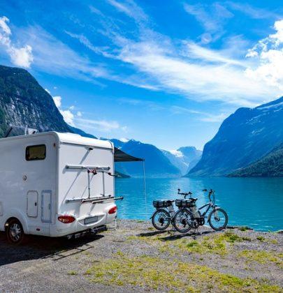 Vacanze in camper, come si organizzano al meglio. Per le soste lunghe scegliete aree attrezzate