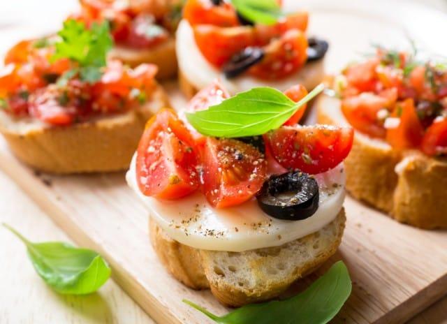 ricetta-insalata-pomodori-mozzarella-caprese (10)