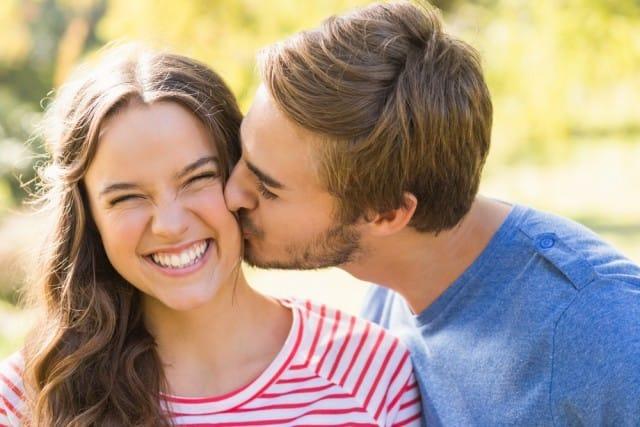 effetti-benefici-bacio-salute-video
