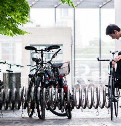 A Bari arriva il reddito da pedalata: bonus in denaro per chi sceglie di muoversi in bicicletta. E fino a 250 euro per acquistare una nuova bici