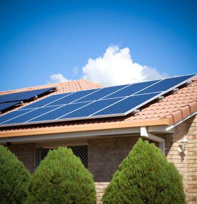 Pannelli solari, così diventano sempre più convenienti. Scendono i prezzi e sale l'efficienza