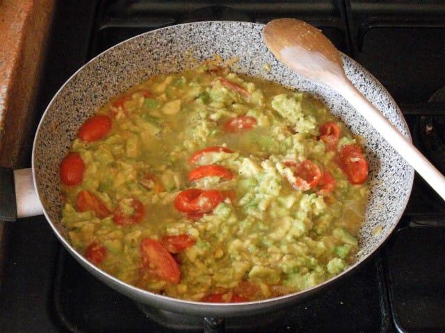 ricetta-pasta-pesto-avocado (7)