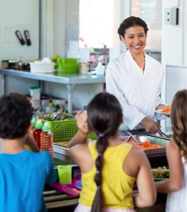Nella scuola primaria Rio Crosio di Asti si combatte lo spreco di cibo con le mezze porzioni