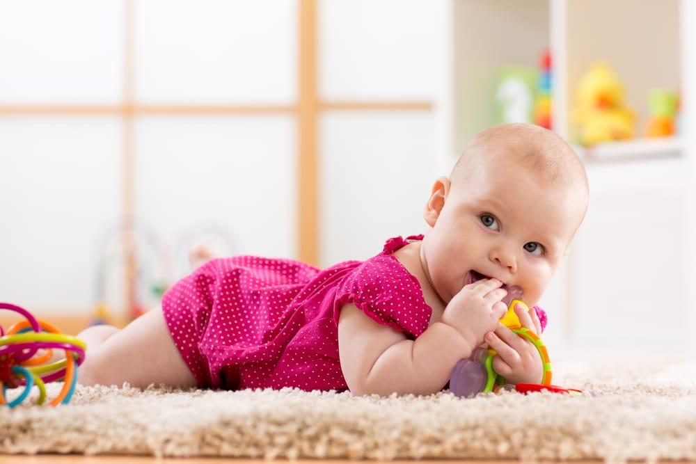 come alleviare il mal di denti nei neonati