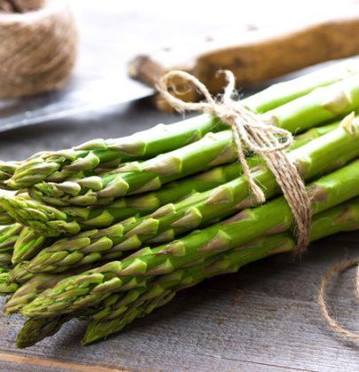 Asparagi: tutti gli effetti benefici per la salute. Combattono anche la cellulite e sono ricchi di proteine