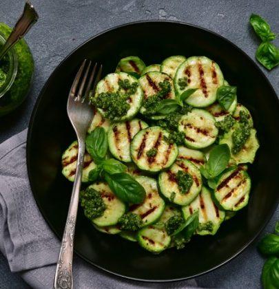 Ricette con le zucchine: una raccolta di preparazioni nutrienti e gustose, dall'antipasto al dolce