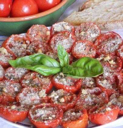 Antipasto di pomodori, la ricetta che recupera i formaggi avanzati