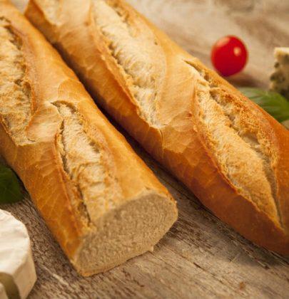 Baguette francese, la ricetta per prepararla in casa con il tocco magico di un cucchiaino di miele