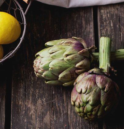 Tutti i benefici dei carciofi: aiutano il fegato, abbassano il colesterolo e proteggono dal cancro
