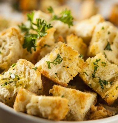 Le migliori ricette per non sprecare il pane raffermo. Dalle polpette agli gnocchi di pane. Fino al muffin