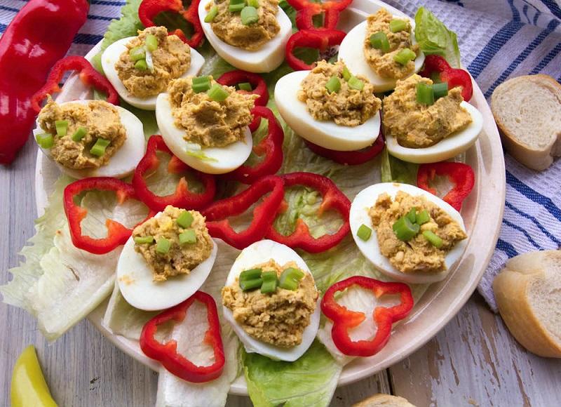 ricetta uova farcite