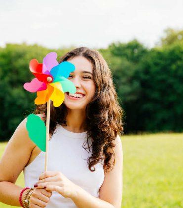 Afferrate la felicità, ogni giorno, con alcuni piccoli e semplici gesti. Essere felici è una cosa misteriosa, ma queste chiavi sono sicure