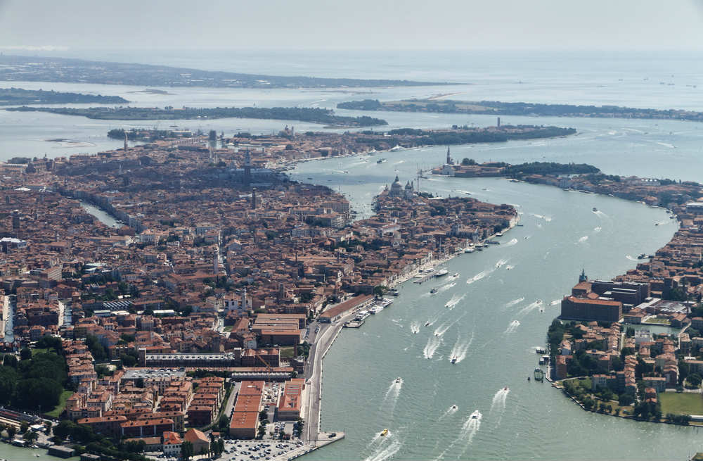 rifiuti canali Venezia