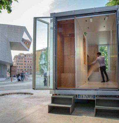 La mini casa di un giovane architetto italiano. Nove metri quadrati dove c'è tutto. E si sposta come una roulotte