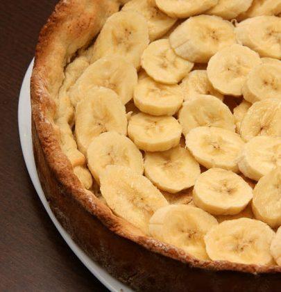 Torta alle banane: la ricetta di un dolce al profumo di cannella che recupera la frutta matura