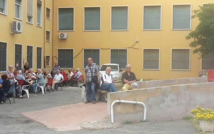 ANZIANI ROMA OCCUPANO CENTRO ANZIANI