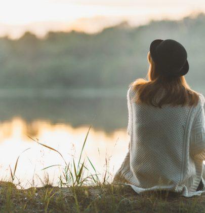 Discrezione, il migliore rimedio naturale contro narcisismo e frenesia di apparire