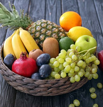 Frutta, mai farla maturare in frigorifero. Sempre a temperatura ambiente. Nella carta, in una cesta, in un panno di cotone