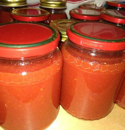 Conserva di pomodori: la ricetta semplice per prepararla in casa secondo la tradizione