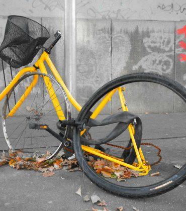 Furti di biciclette: proteggetevi con foto, lucchetto e numero di telaio. Tra le soluzioni, un registro comunale o una app antifurto (foto)